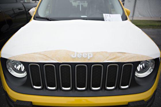 Fiat Chrysler revisa miles de coches para evitar que los 'hackeen'