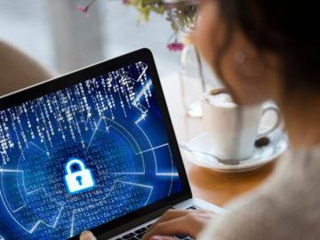 mujer en ciberseguridad