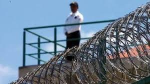 VIGILANTES en centros penitenciarios. Aucal.edu