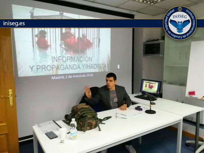 En la foto: Manuel Marlasca iniciando su clase